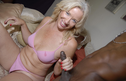 Old lady mouthbanged and facialed by two hung blacks on blacks on cougars blog