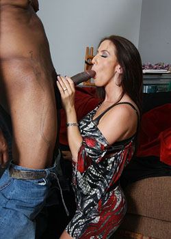 Hot brunette MILF picks up a big cocked black guy on blacks on cougars blog